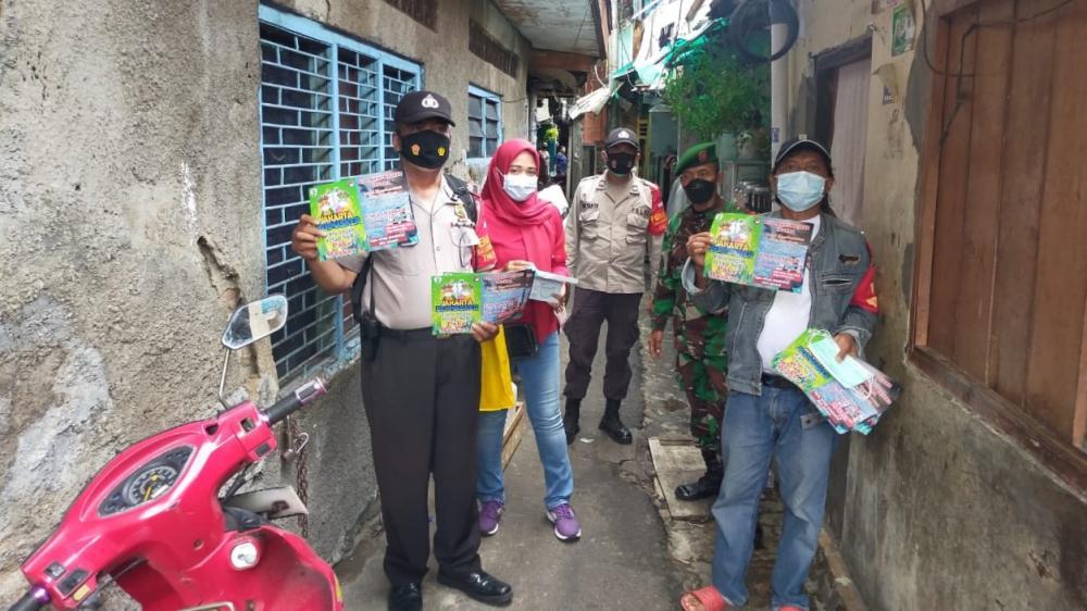 Bhabin, Babinsa Bersama Relawan Prokes, Gelorakan Jakara Bermasker