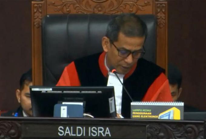 Amandemen Terbatas UUD 1945, Hakim MK: Mustahil!