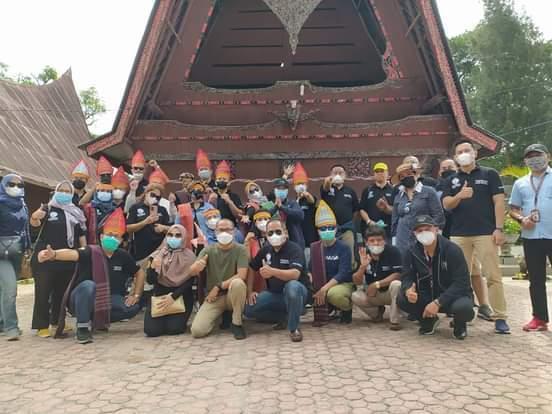 Dumosch Pandiangan Pandu Peserta Kongres Nasional IHGM Berwisata di Samosir