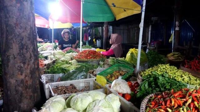 Amati Pasar Kebayoran Lama, Pimpinan DPR: Tak Ada yang Bermasker!