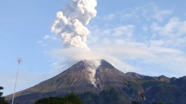 Gunung Merapi Kembali Aktif, Ribuan Warga Dievakuasi