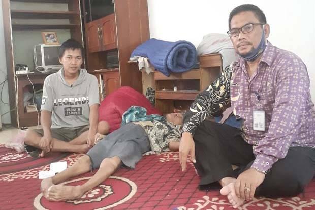 Serba Kekurangan, Remaja Tangerang Ini Rawat 3 Kakak yang Lumpuh