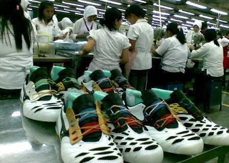 Pabrik Sepatu Bangkrut, Ribuan Pegawai Kena PHK